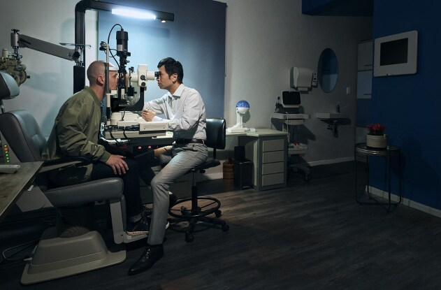 An image of an opthamologist testing someones eyes