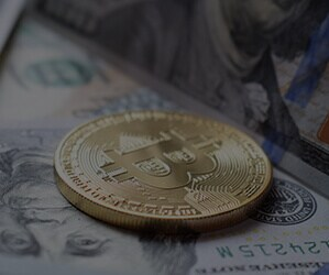 To drive faster payments and reduce transaction fees, some U.S. banks are creating digital coins for B2B cryptocurrency payments.