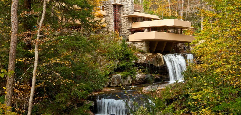Fallingwater moderne Architektur mit Wasserfall am Haus