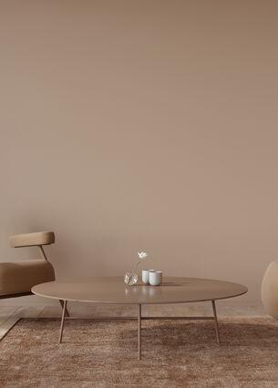 Wohnzimmer-Interieur in monochromer Terrakotta-Farbe
